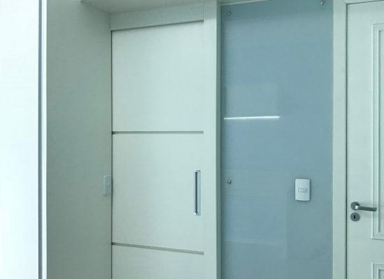 Porta de passagem integrada